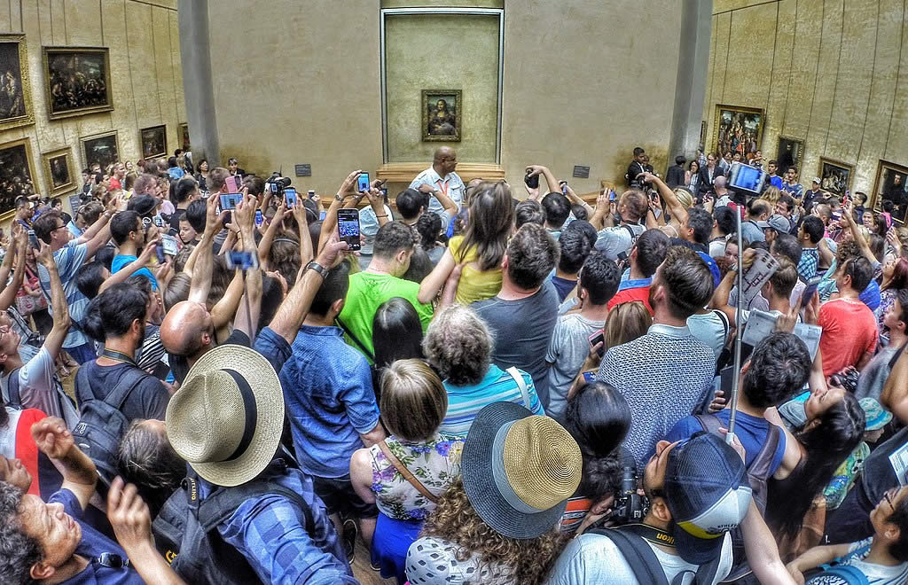 viewing the Mona Lisa at The Louvre